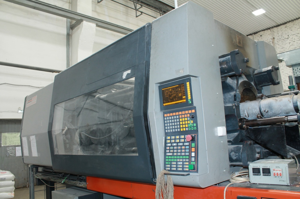 1. injection-molding machine big size.JPG